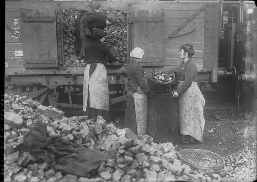 working_women_in_the_first_world_war_04.jpg