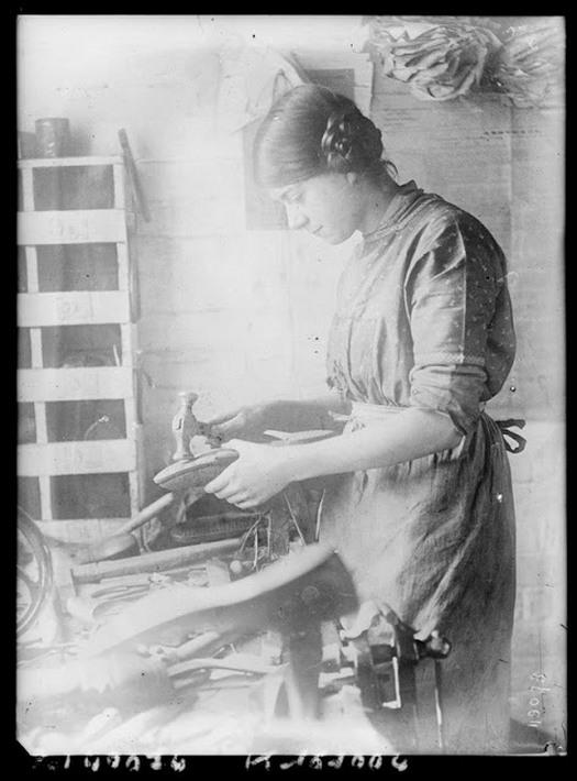 working_women_in_the_first_world_war_07.jpg