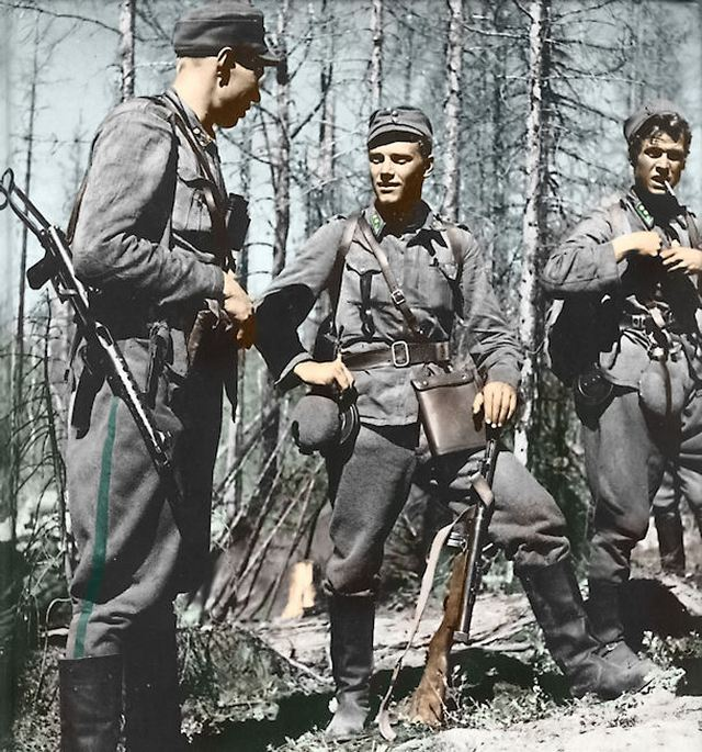 1942_finnish_lieutenant_lauri_torni_center_during_the_continuation_war_he_later_would_go_on_to_fight_for_germany_then_the_u_s.jpg