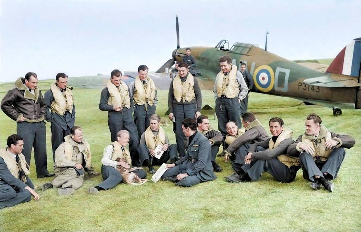 1940_szeptember_csehszlovak_pilotak_a_brit_raf_kotelekeben_szinezte_royston_leonard_uk.jpg