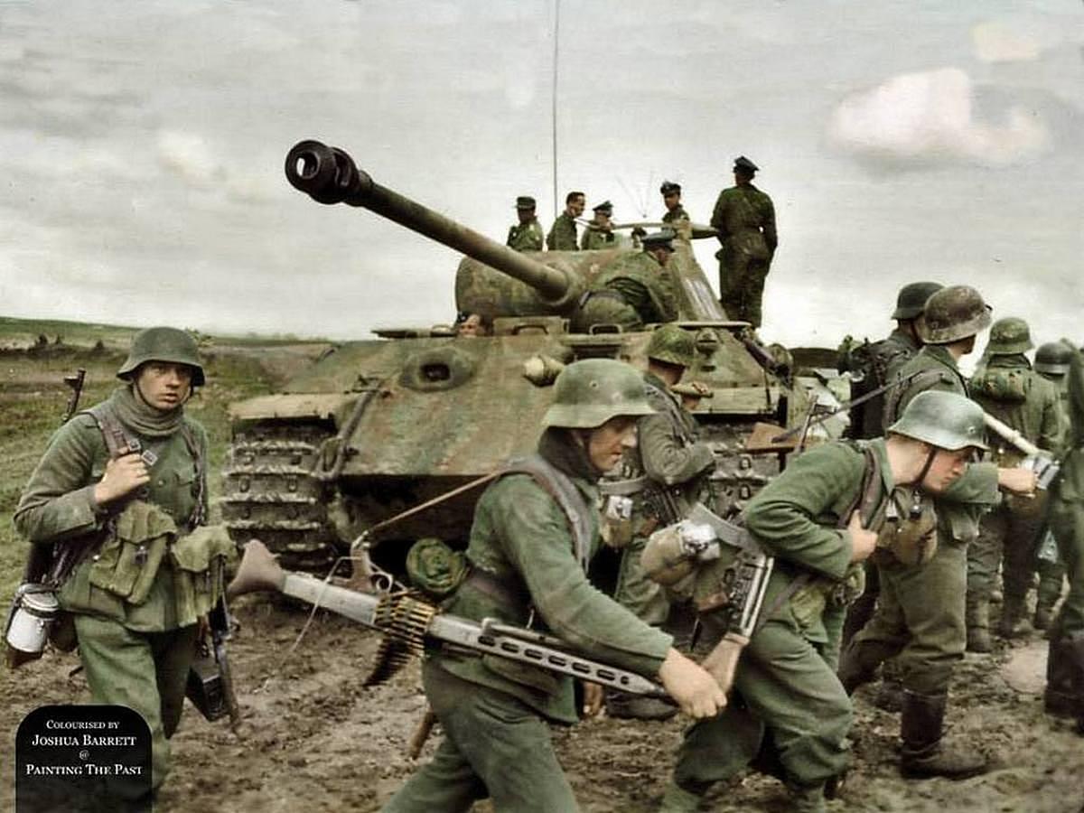 1944_aprilis_ss-obersturmbannfuhrer_johannes_muhlenkamp_a_viking_panceloshadosztaly_parancsnoka_egy_panther_v_harckocsin_szinezte_joshua_barrett_uk.jpg