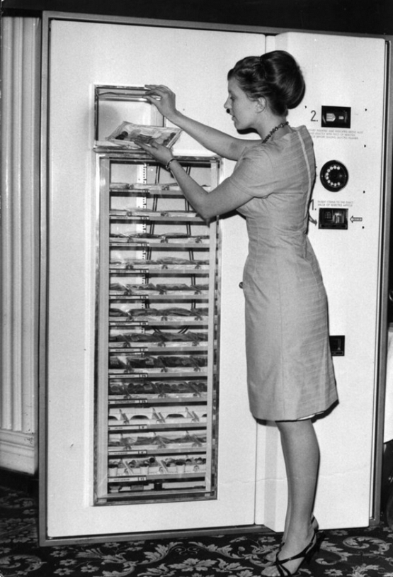 vintage-vending-machines-30.jpeg