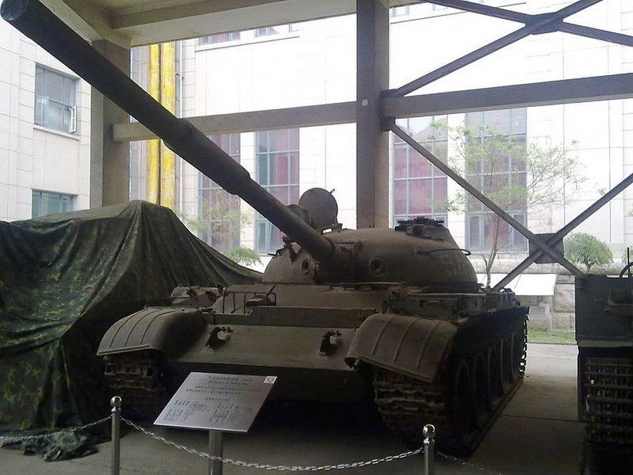 800px-captured_t-62_tank.jpg