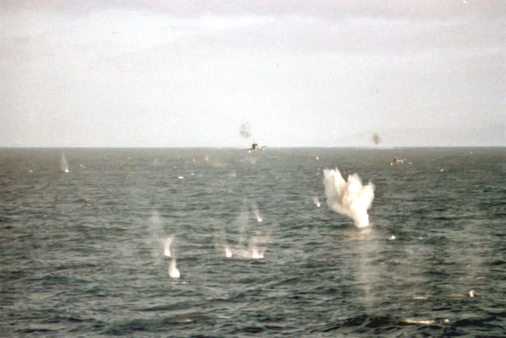 1982_argentine_a-4b_skyhawks_low_level_attack_on_hms_broadsword_falklands_war_may_25th_1982.jpg