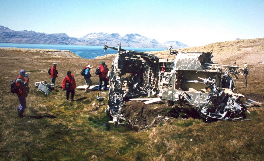 helicopter_which_crashed_in_bad_weather_during_falklands_war.jpg