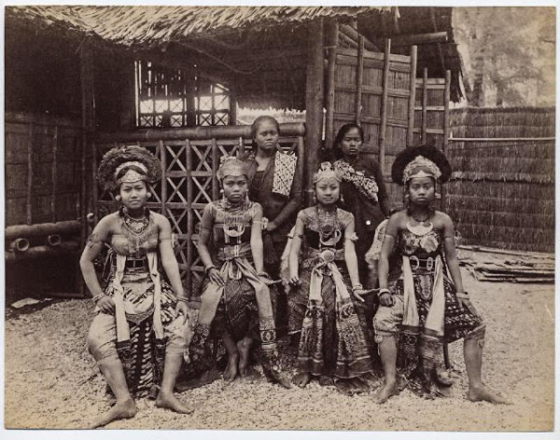 Délkelet-Ázsiaiak az 1931-es párizsi világkiállításon, aminek 34 millió látogatója volt.