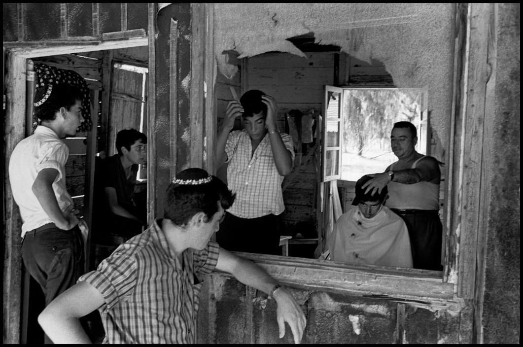 israel_orthodox_religious_kibbutz_hafetz_near_gede_hair_being_cut_once_a_week.jpg