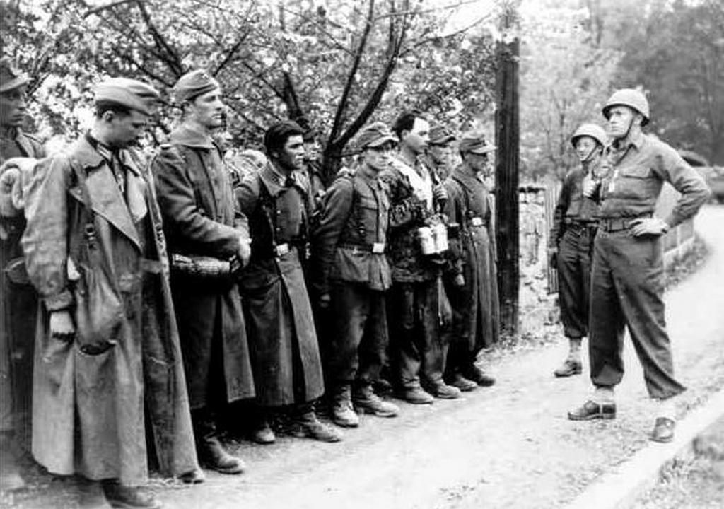 02_1945_ss_charlemagne_a_berlini_birodalmi_kancellaria_utolso_vedoi_voltak.jpg