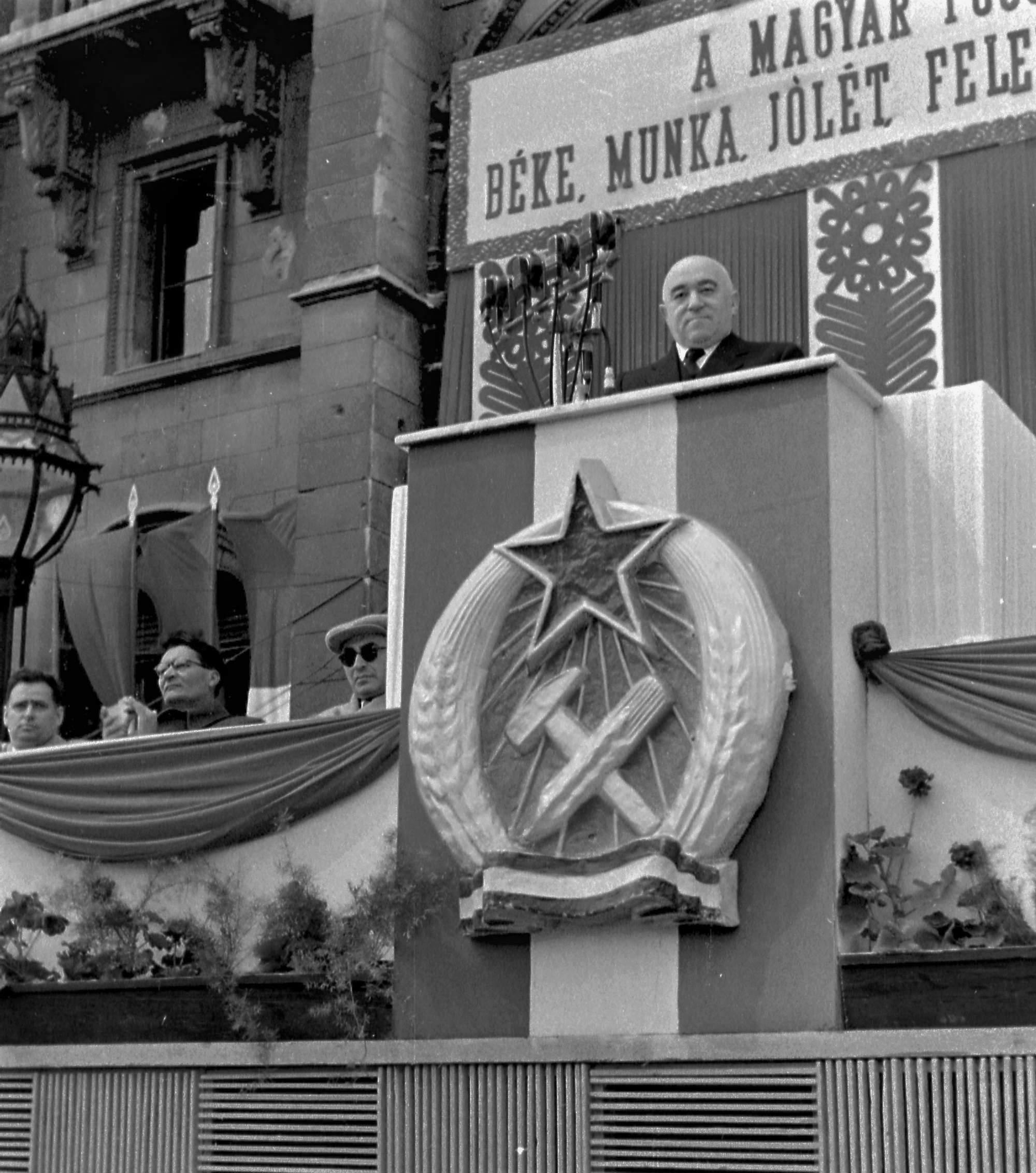 1952_rakosi_a_kossuth_teren_erdei_es_gero_oldalt_3.jpg