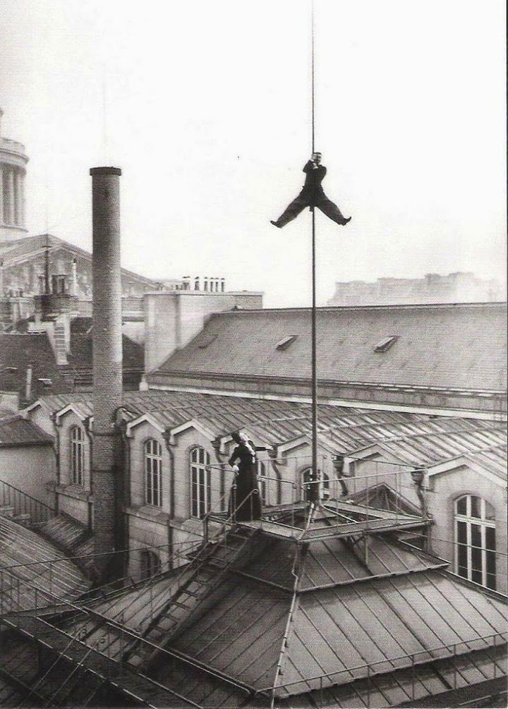 on_the_roof_of_the_ecole_de_droit_paris_1899.jpg