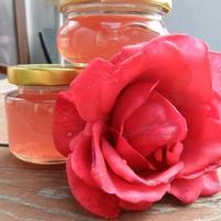 Rózsaszínű rózsazselé