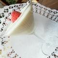 Nagyon szexi desszert: Fehércsokoládés pohárkrém rózsavizes eperrel