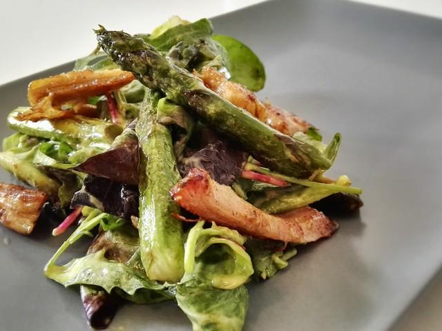 spárga, saláta, kapribogyó