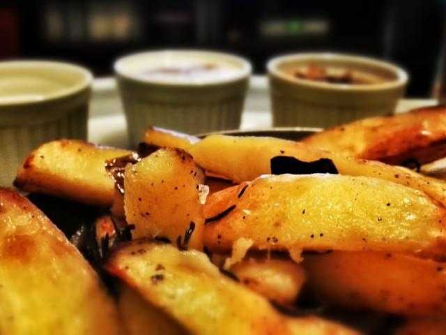 sültkrumplit mártogatni