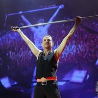 Két szintes, 500 négyzetméteres színpaddal érkezik Budapestre a Depeche Mode