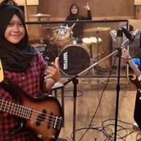 Ez a 16 évesekből álló indonéz csajbanda fel fogja dobni a napodat
