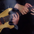 A Metallica One című dala öt kézzel és egy gitáron...