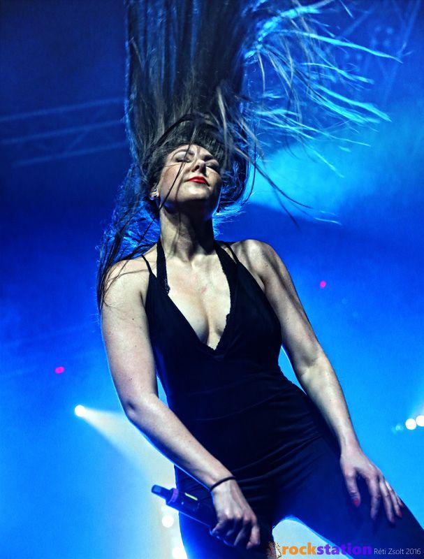 A szépséges Elize Ryd (Amaranthe) - Barba Negra Music Club, Budapest