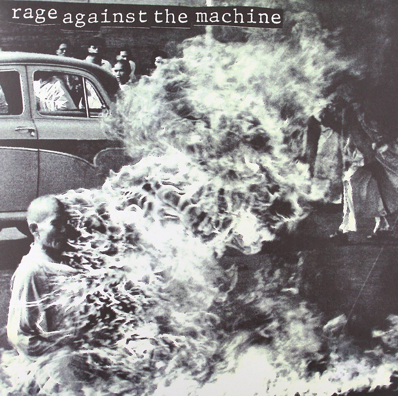 Rage Against the Machine - Rage Against the Machine<br /><br />Ritka az, amikor egy csapat az első lemezével már azonnal a köztudatba robban. Innen lehet tudni, hogy legendákról beszélünk. A politikai témákat abszolút nem mellőző RATM már a debütkorongon is olyan alaptételeket rakott le, mint a Bombtrack, a Killing In The Name, a Wake Up, vagy a Bullet In The Head. De akár szépen fel is sorolhatnánk mindegyik dalt.