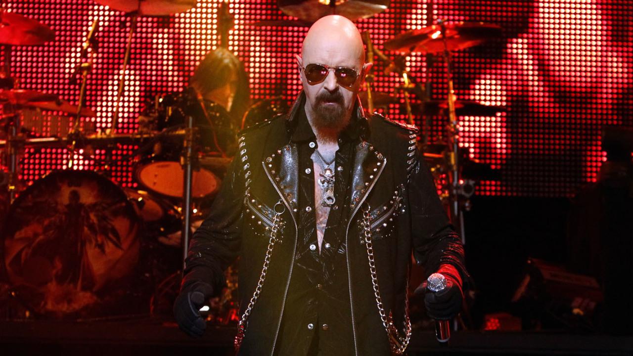 2018.07.24 Judas Priest<br /><br />A heavy metal legendák az új album, a Firepower turnéjával júliusban Budapestet is elérik. A klasszi(ku)s metaldalok mellett hegyekben ígérhetjük a tüzet, szegecselt bőrt és persze az új korong tételeit. Heavy metalosoknak teljes mértékben, kifogások nélkül K.Ö.T.E.L.E.Z.Ő.!