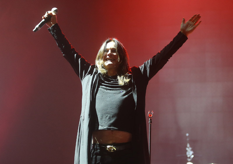 Ozzy Osbourne - ?<br /><br />A Black Sabbath búcsúzása után Ozzy apánk szinte egyből bejelentette: szólólemezre készül. Sőt, a korongon a hathúrost Gus G egyéb elfoglaltságai miatt Zakk Wylde fogja kezeni, akivel legutóbb a 2007-es Black Rainen dolgozott együtt. Kell még egyéb érv a várakozásra?