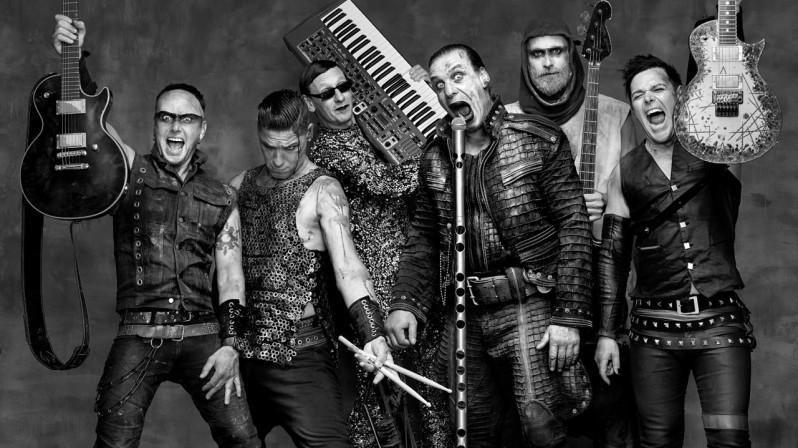 Rammstein - ?<br /><br />A németek sem kapkodták el az utóbbi időben a dalgyártást, a koncerteken már játszott Ramm4-t leszámítva a 2011-es válogatáslemezen jött ki új dal, a Mein Land, azelőtt pedig 2009-ben volt album. A még cím nélküli korong már tavaly is javában írási fázisban volt, ha hihetünk az interjúknak, kétlemeznyi anyagból fogják kiszűrni a javát, rosszabb hír viszont: lehet, hogy ez lesz az utolsó Rammstein CD.