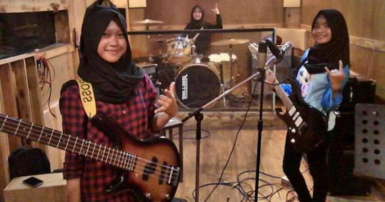 voice-of-baceprot-all-girl-muslim-band.jpg