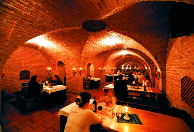 Romantikus étterem belülről