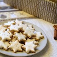 Egy német karácsonyi klasszikus: a zimtsterne, azaz fahéjas csillagok