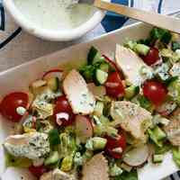 Tavaszi kevert saláta medvehagymás joghurtos öntettel