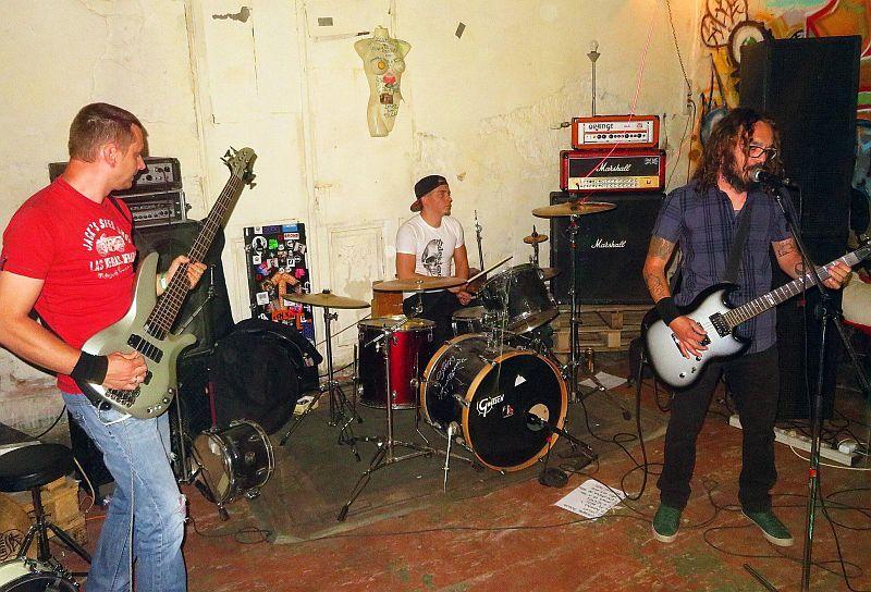 edes-dead_band_1.jpg
