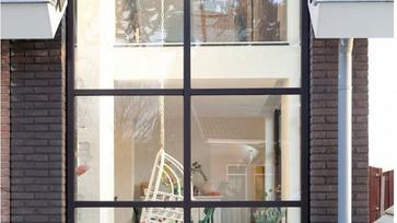Egy üveghomlokzatú holland ház