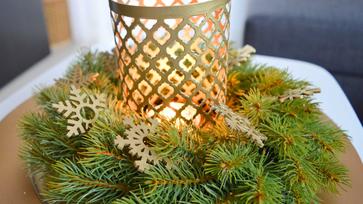 Minimalista karácsonyi dekor aranyban