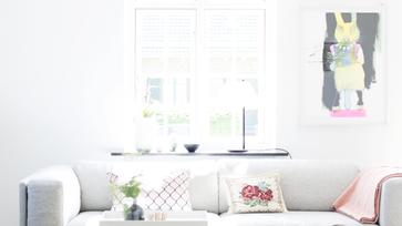 Nyári hangulat pasztell tónusokkal egy dán otthonban