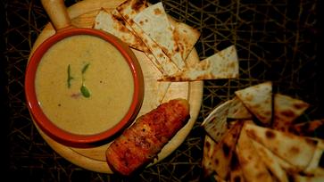 Kukoricakrémleves, amit a baconbe göngyölt sajt koronáz meg