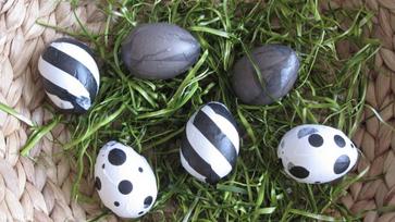 Húsvéti tojások feketén-fehéren