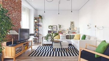 Egy felújított régi lakás modern megoldásokkal