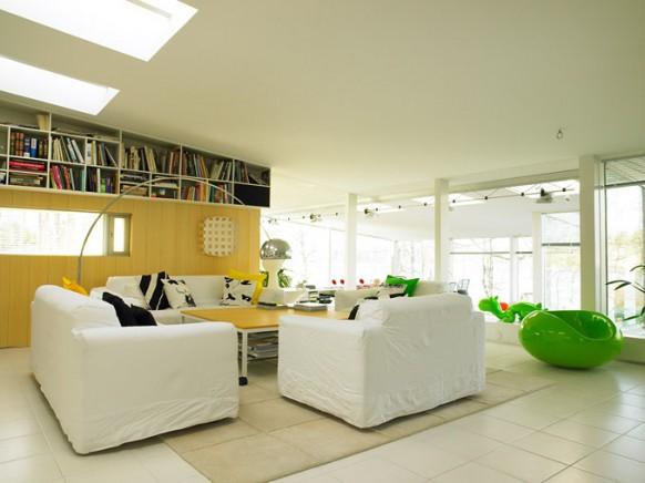 eero-arnio-designer-living-room-582x436.jpg