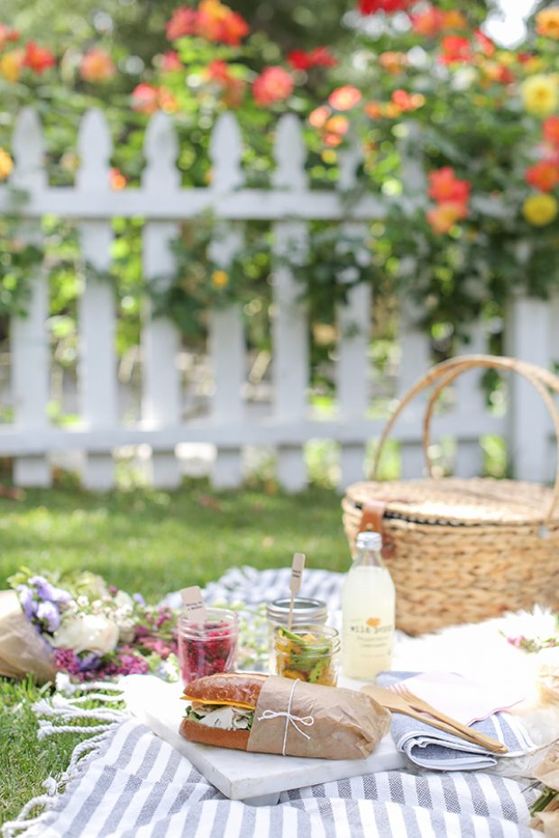 mothers_day_picnic_entertaining_sugarandcharm_6-620x930.jpg