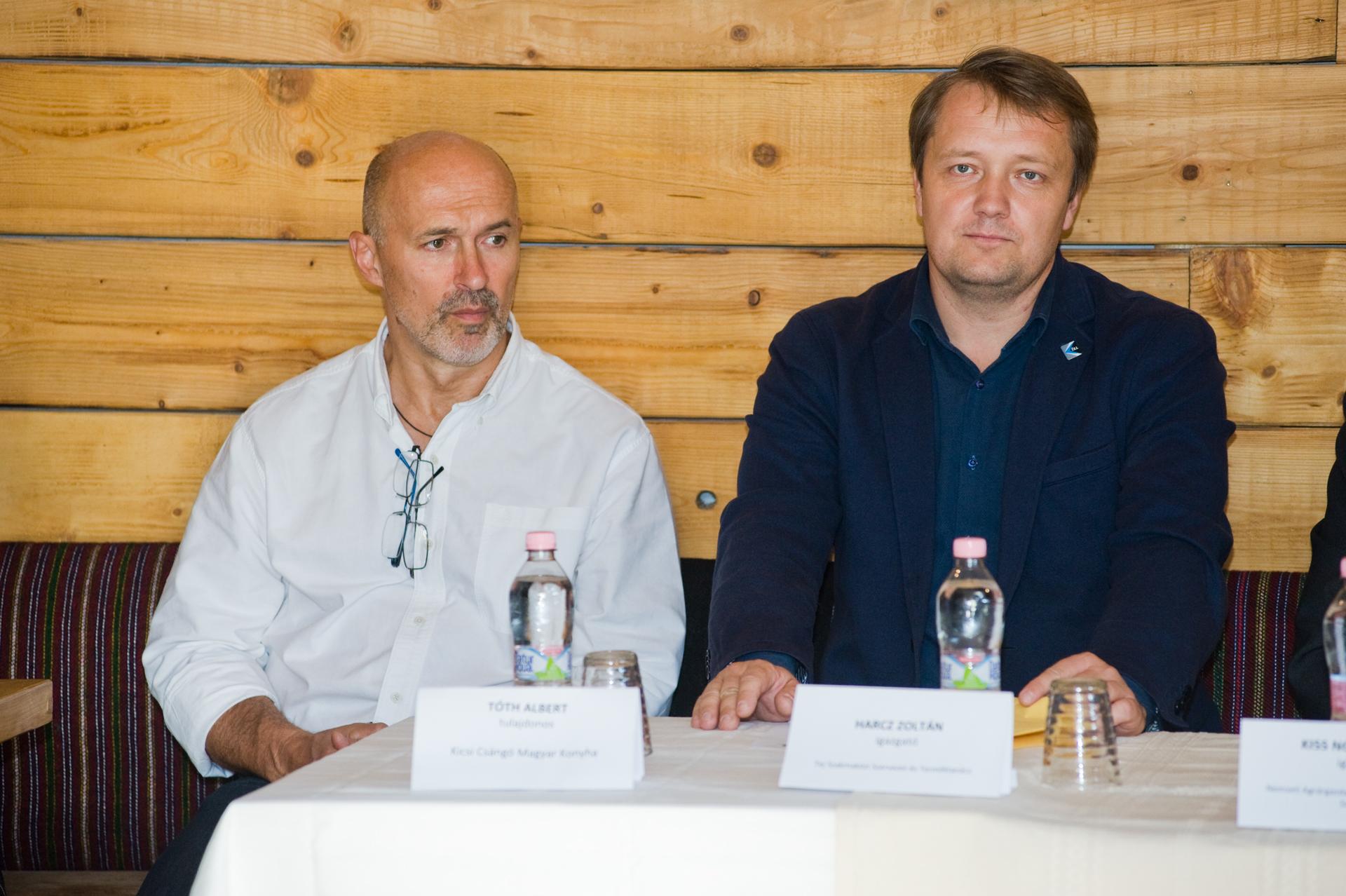 Balról jobbra:<br />Tóth Albert: a Kicsi Csángó Magyar Konyha étterem egyik tulajdonosa;<br />Harcz Zoltán: a Tej Szakmaközi Szervezet és Terméktanács ügyvezető igazgatója.