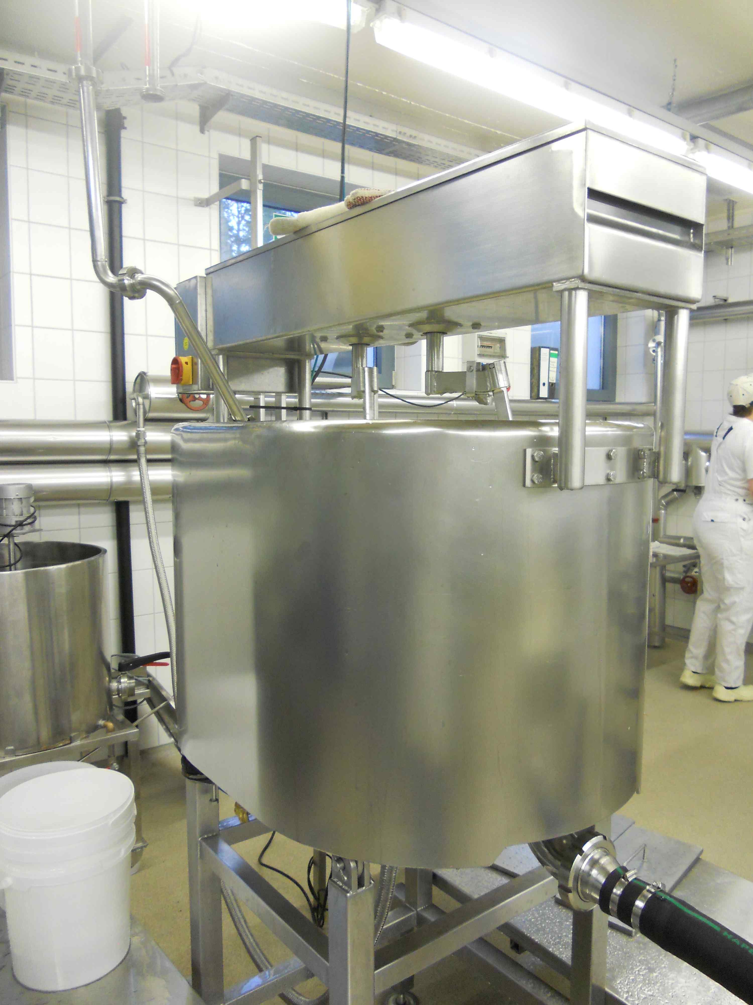 hohenheimi tejlabor egy 300literes ovális sajtkáddal