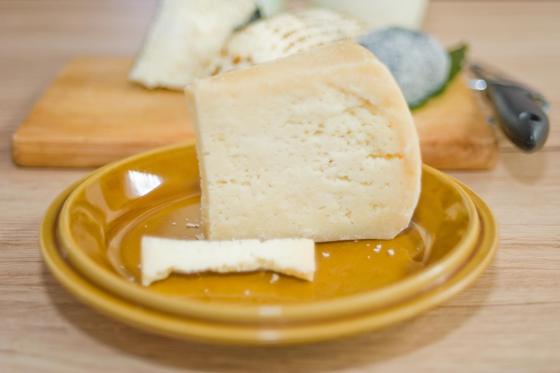 Hófehér: érlelt sajt viaszos kéreggel