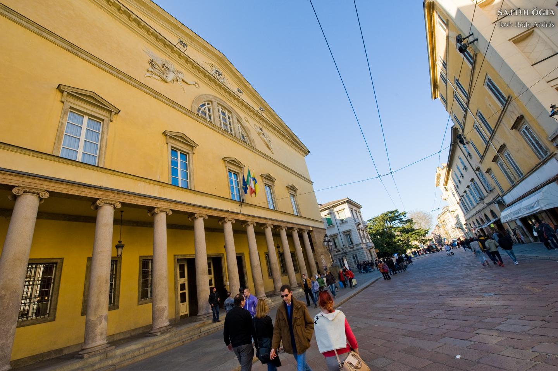 Teatro Regio di Parma, Strada Giuseppe Garibaldi
