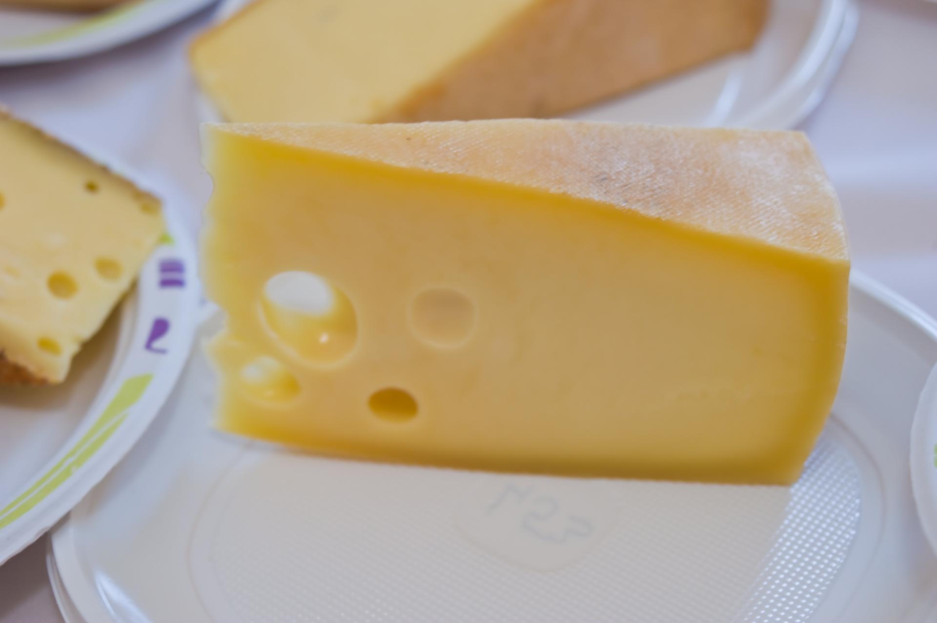 Lyukas sajt / Termelő: Ficsor Árpád