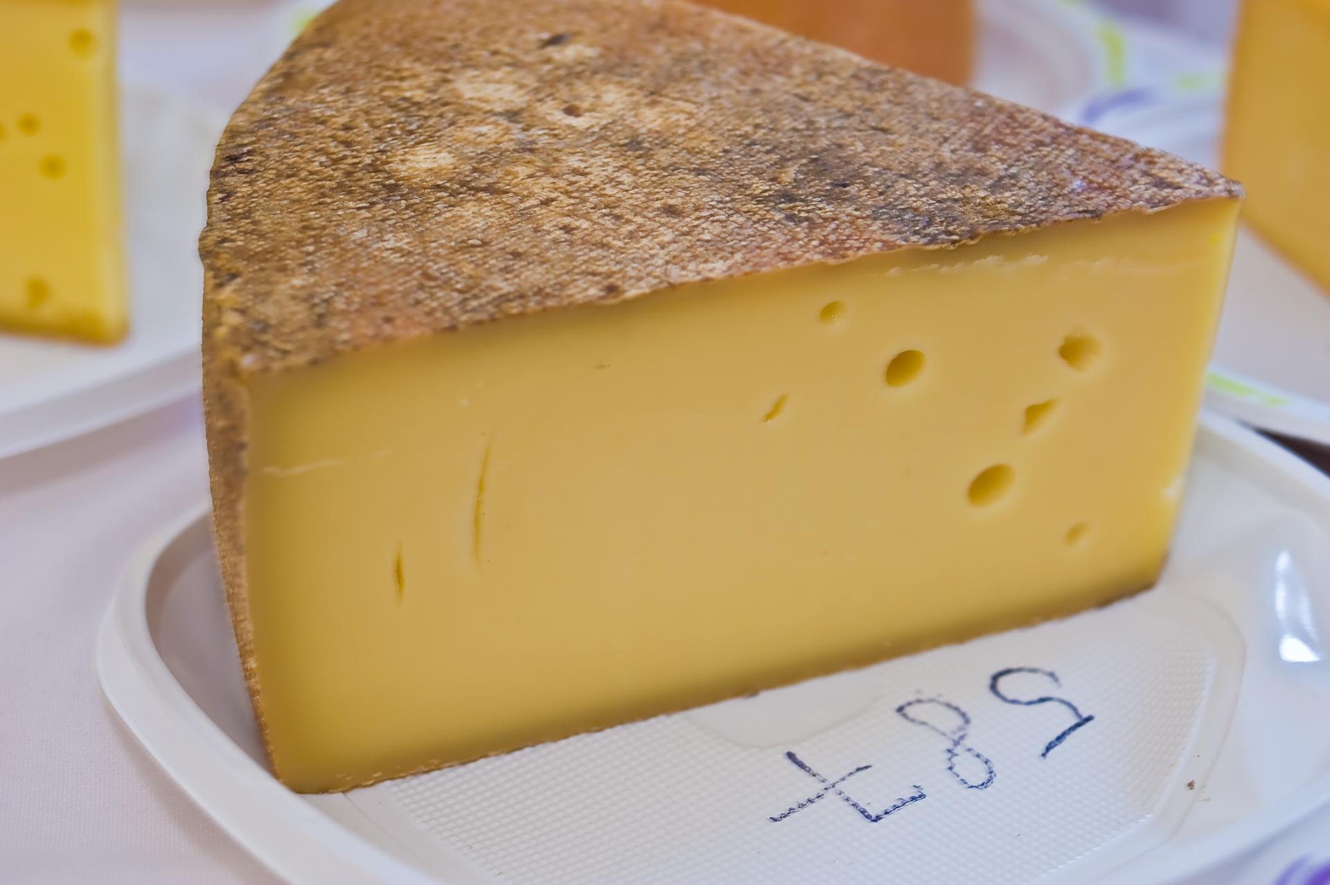 Érlelt félkemény sajt / Termelő: Sterczer Sándor (Kézdiszentlélek)