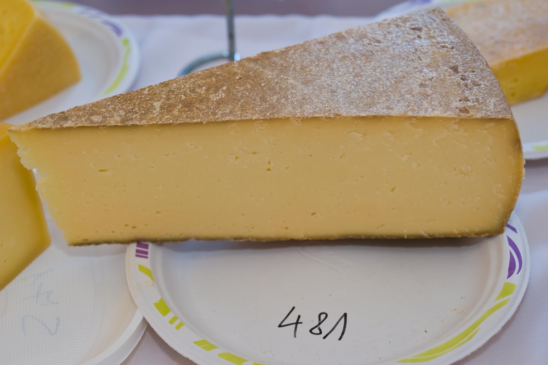 Érlelt félkemény sajt / Termelő: Maszlik családi gazdaság