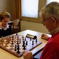 Algemeen Dagblad: - Jong en oud schaakt al 125 jaar in Amersfoort - Tábla mellé ült a klub legifjabb:- Peter Nitrauw (11) és a legidősebb játékosa:  Wout Gerritse (80)