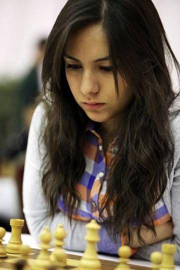 f21b269c2de9d2bfafbe3b3cb9df51ba--chess-play-simple-man.jpg