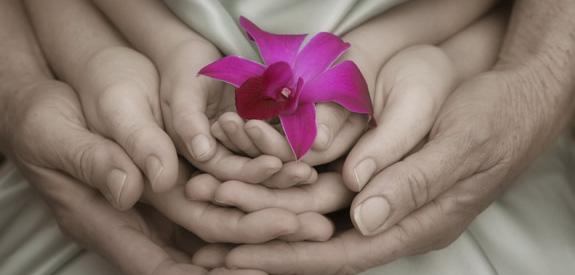 A hála boldogabbá és egészségesebbé tesz
