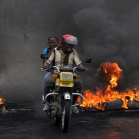 Tűzzel játszó motorosok